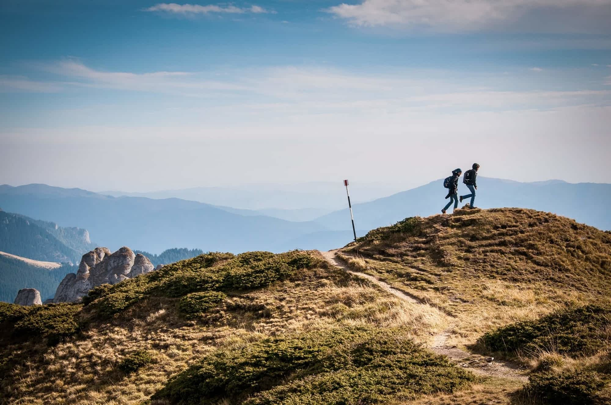 hiking-690479
